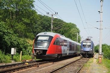 VIAm-21-Juni-2021-in-Spielfeld-Stra-die-1116-195-wartet-auf-EC158-und-5022-060