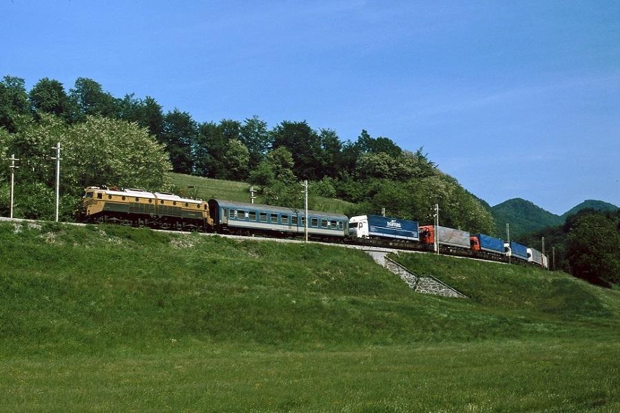 KM-32621-die-362-039-in-Dolga-Gora-am-19-Mai-2003