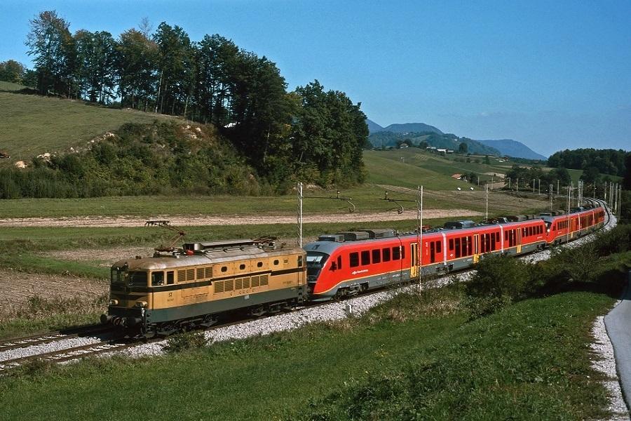 KM-33112-der-342-037--312-136-135122-121-in-Ostrozno-am-30-September-2002