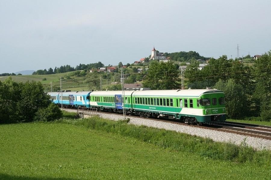 KM-34100-der-711-016--004-iIC-518N-in-Grobelno-am-22-Mai-2009